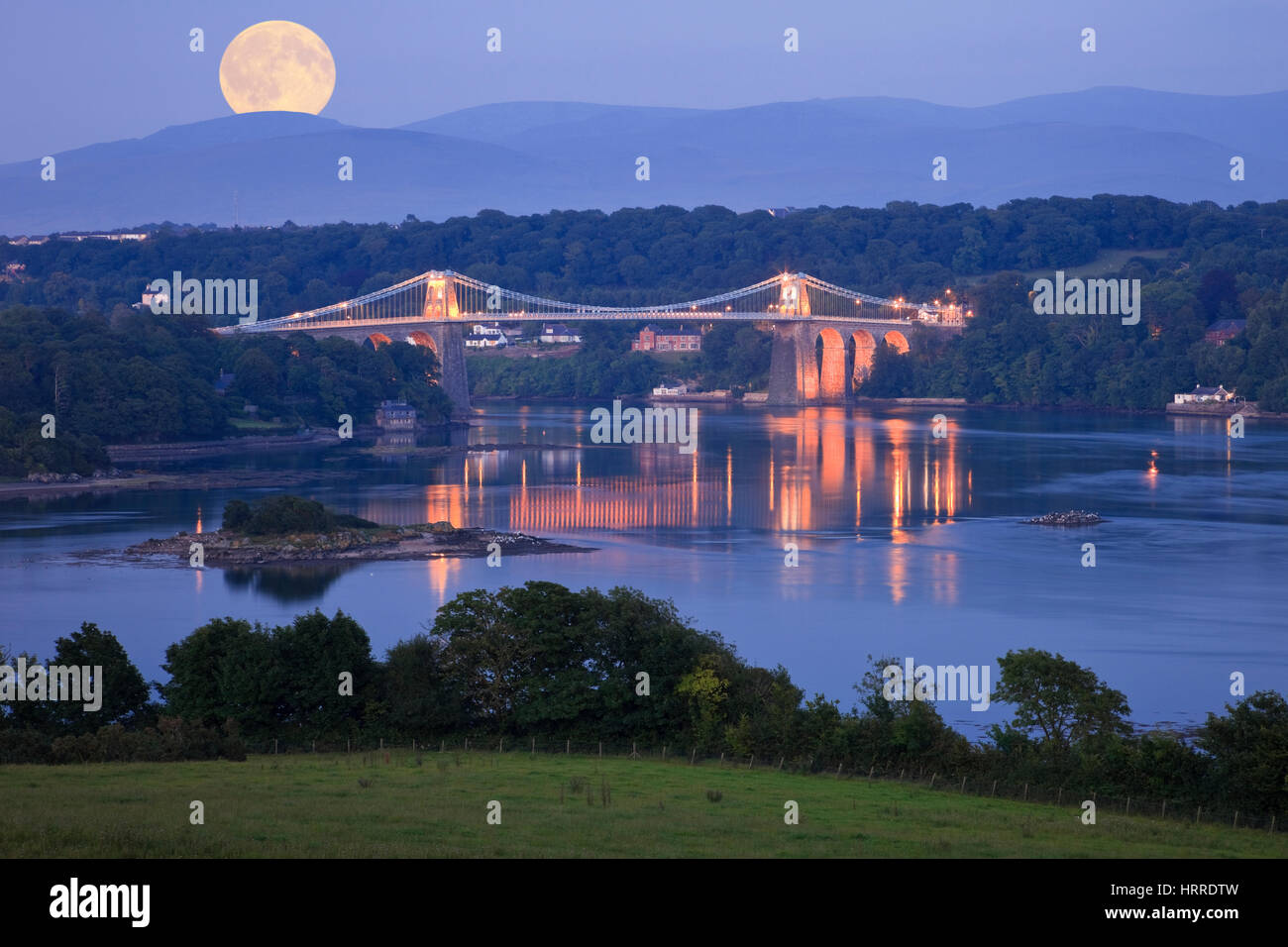 moonrise-full-moon-rising-over-menai-str