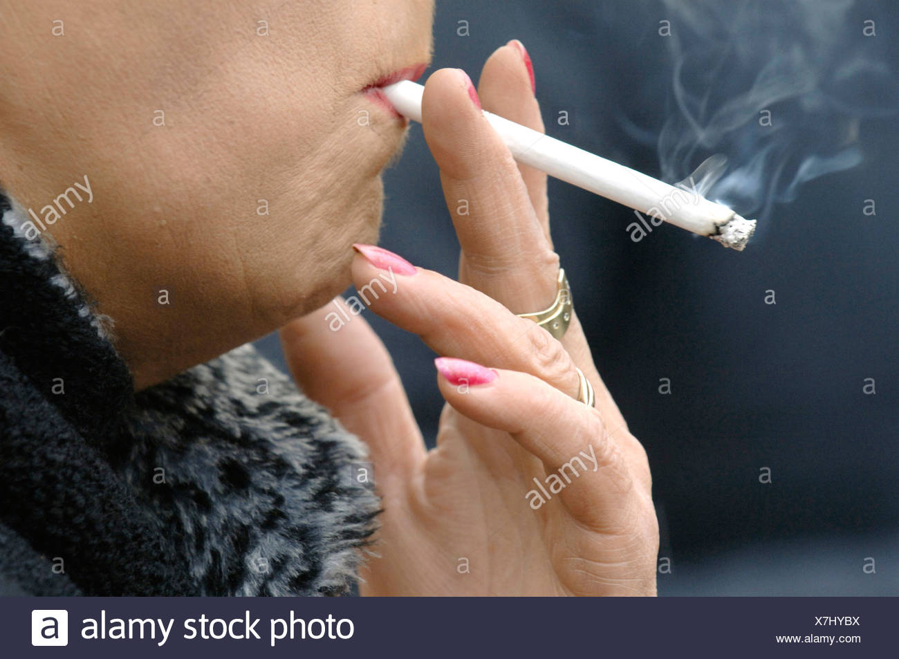 https://c1.alamy.com/comp/X7HYBX/smoking-elderly-woman-is-smoking-a-cigarette-X7HYBX.jpg