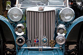 front-view-of-an-mg-vintage-car-at-the-5