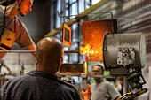 production-in-the-moser-glassworks-karlo