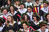 Edinburgh University Graduation day. Happy graduating students wearing laurel wreaths. - Stock Image
