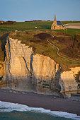 etretat-cliffs-in-normandy-france-cbkwxe