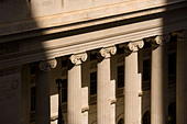 Colonnade, columns, of the Byron White U.S. Courthouse Denver Colorado Tenth Circuit Court of Appeals on Stout Street. - Stock Image