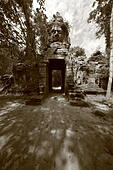 angkorian-gate-with-faces-f54n9t.jpg