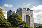 bunratty-castle-15th-century-home-of-the