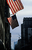 History New York. The Twin Towers of the NY WTC with twin American flags in the foreground - Stock Image