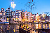 The Ambassade Hotel on the Amsterdam Herengracht Canal in winter with seasonal Christmas lights. - Stock Image