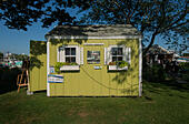 One of many HyArts artist Shanties at Hyannis Harbor, Hyannis, MA, USA - Stock Image