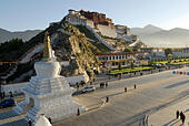 potala-palace-in-the-morning-sun-winter-