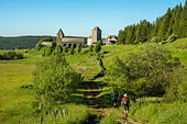 aubrac-village-on-the-via-podiensis-sain