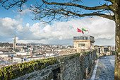the-city-wall-in-londonderry-overlooking