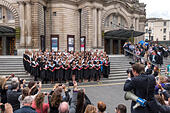 Edinburgh University Graduation Day. Family, parents and official photographer taking pictures of students outside Usher Hall. - Stock Image