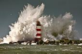 the-netherlands-ijmuiden-storm-waves-sma