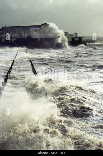 waves-breaking-over-knightstone-island-a