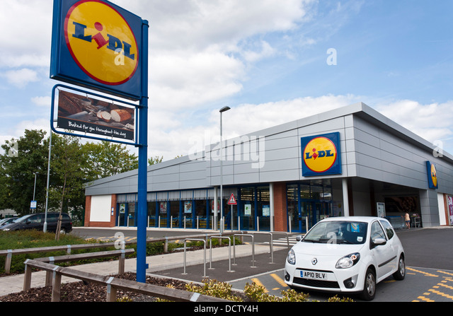 exterior-of-discount-supermarket-lidl-wo
