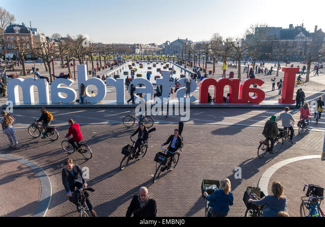 amsterdam-museumplein-cyclists-during-ev
